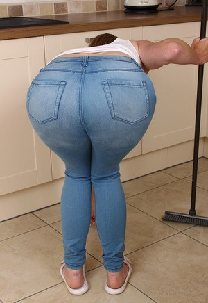 Sexy MILF In Tight Jeans