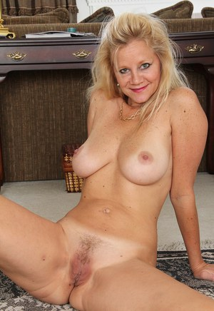 Sexy Trimmed MILF